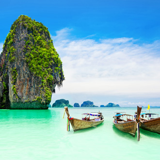 Mooie rots in de oceaan, Thailand