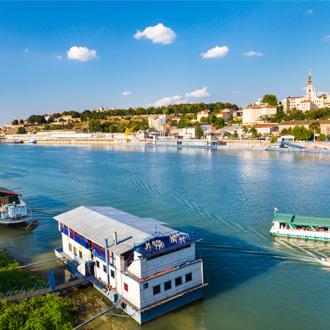 Panoramisch uitzicht op Belgrado bij de rivier de Sava