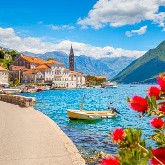 Baai bij de plaats Perast in Montenegro
