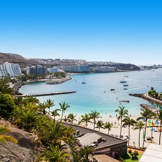 Foto van stad en strand van Playa de la Lajilla in Gran Canaria.