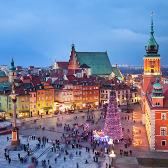 Uitzicht op plein met mensen in Polen