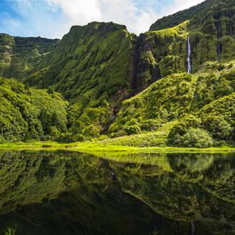 Poco-da-Ribiera-do-Ferreiro,-Flores-Island-Azoren-Portugal