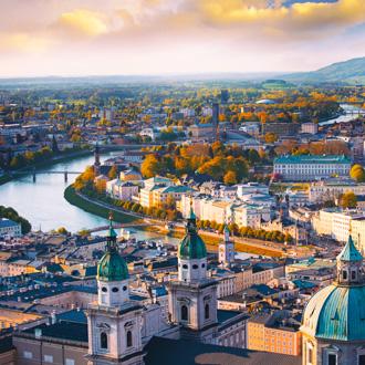 Prachtige luchtfoto van Salzburg en de rivier, Oostenrijk