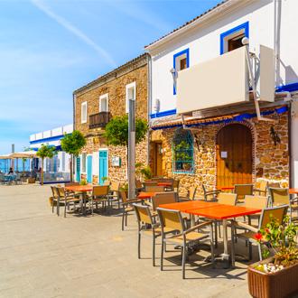 Restaurants en bars aan de kust in Santa Eularia, Ibiza