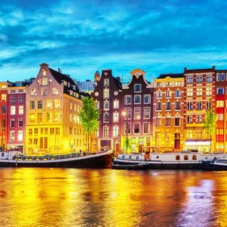 Rivier-de-Amstel-in-de-prachtige-hoofdstad-Amsterdam-Nederland