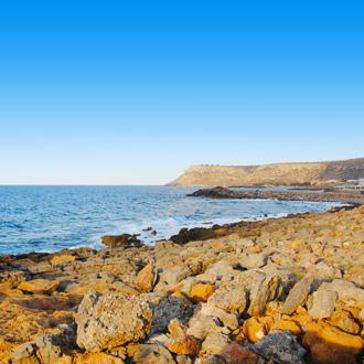 Baai met rotsen in Sissi