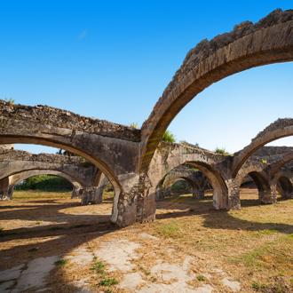 Bogen van dokken in Gouvia op Corfu, Griekenland