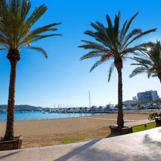 Boulevard en strand San Antonio op Ibiza