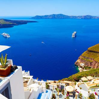 Santorini-Uitzicht-over-de-zee-vanaf-Imerovigli