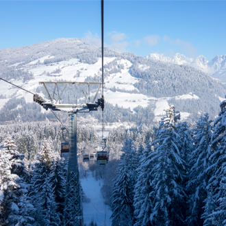 Skilift naar het skigebied van Kirchberg