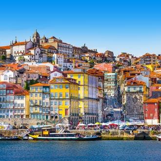 Skyline met kleuren huisjes Porto