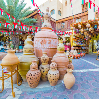 Keramiek potten op de Niswa souq in Oman