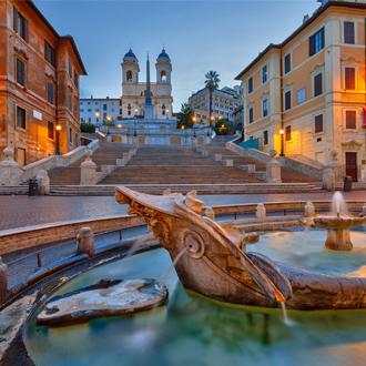 De Spaanse trappen bij zonsondergang in Rome, Italie