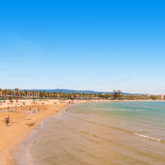 Het strand van La Pineda aan de Costa Dorada