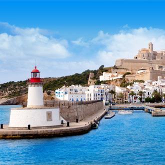 Uitzicht op de haven van Figueretas op het Spaanse eiland Ibiza