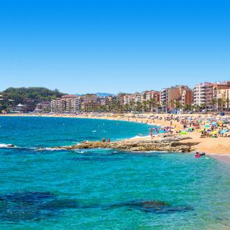Strand, zee en boulevard van Lloret de Mar, Spanje