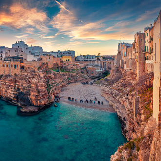 Spectaculair zicht op Polignano a Mare town, Puglia, Italy
