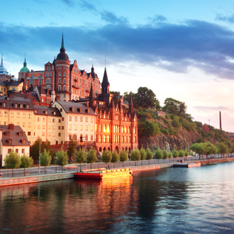 Rivier in Stockholm met gebouwen