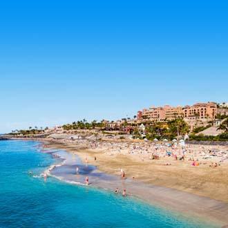 Strand met zee en mensen Costa Adeje
