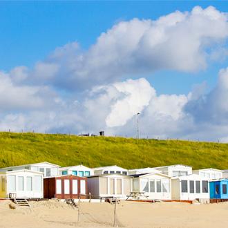 Strandhuisjes aan zee van Zandvoort, Nederland