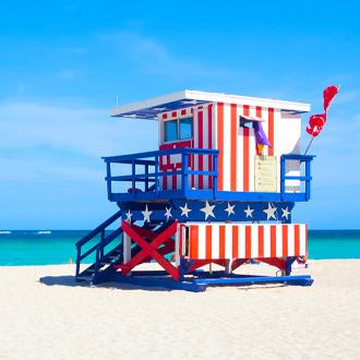 Amerikaanse stijl baywatch huisje op het strand van South Beach