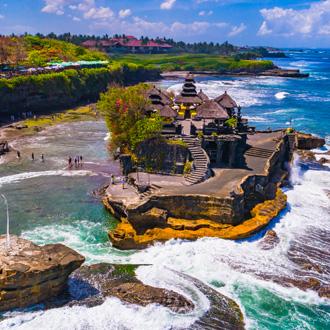 Tanah Lot Tempel in de oceaan, Bali, Indonesie