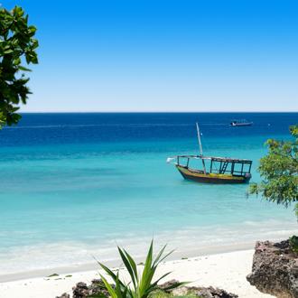 Een bootje van hout in Zanzibar