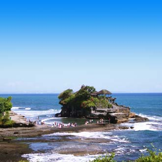Tanah Lot tempel in zee op het eiland Bali Indonesie