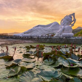 Slapende boeddha in Midden-Thailand