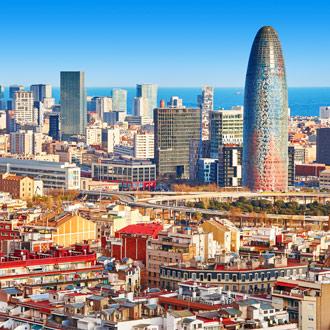 Uitzicht op de Agbar toren in Barcelona