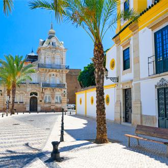 Traditionele gebouwen in het centrum van Faro, Portugal
