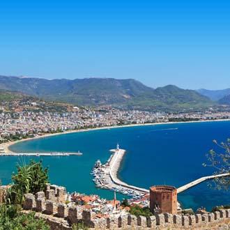 Uitizcht op Alanya vanaf de bergen op de Turkse riviera