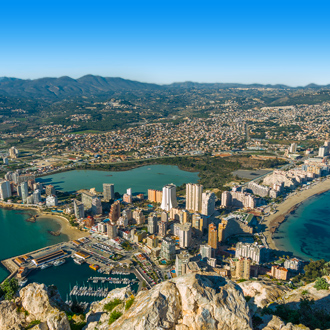 Uitzicht over de stad Calpe in Spanje