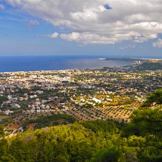 Uitzicht vanaf het klooster van Ialyssos met uitzicht op de steden Kremasti en Trianda en de Middell