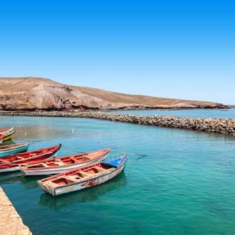 Vissersbootjes in de zee bij Sal, Kaapverdie