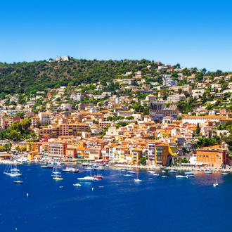 Vooraanzicht van stadje in Zuid-Frankrijk