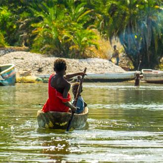Kano op de Gambia rivier