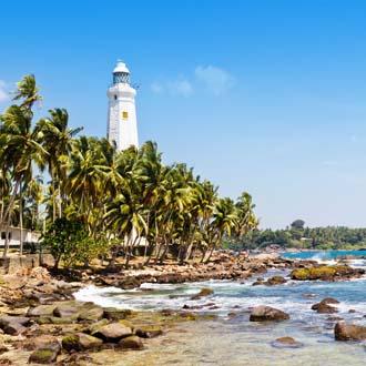Vuurtoren met palmbomen en de oceaan Galle Sri Lanka