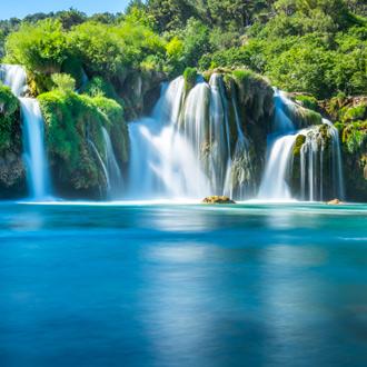 Uitzicht op waterval Skradinski Buk in het Nationaal Park Krka