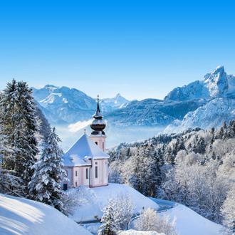 Winterlandschap met sneeuw in de Beierse Alpen, Duitsland