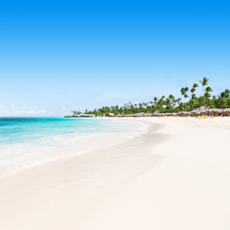 Uitzicht op wit zandstrand in Punta Cana