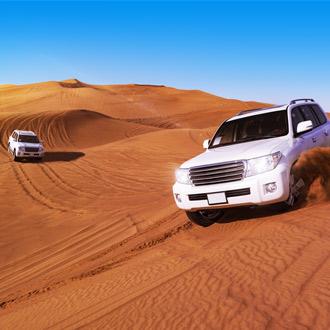 SUV auto door woestijn Dubai Verenigde Arabische Emiraten