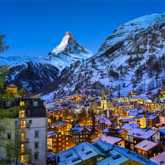 Zermatt vallei en Matterhorn top in de avond