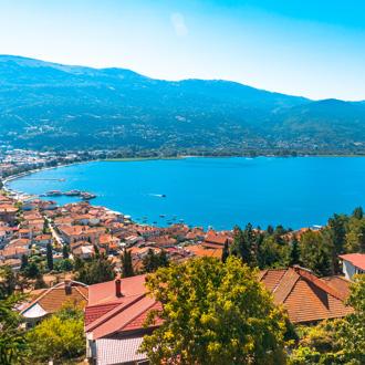 Zicht op Ohrid meer en Ohrid, Macedonie