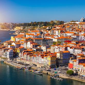 Zicht op de oude binnenstad van Porto, Portugal