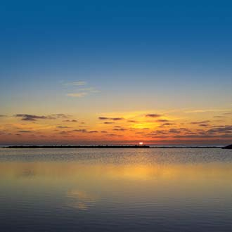 Zonsondergang in zee Caleta de Fuste