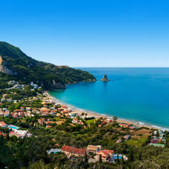 Uitzicht op het dorp Agios Gordios in Griekenland