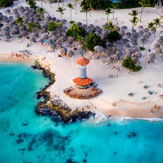 Bayahibe Beach en een vuurtoren op de Dominicaanse Republiek