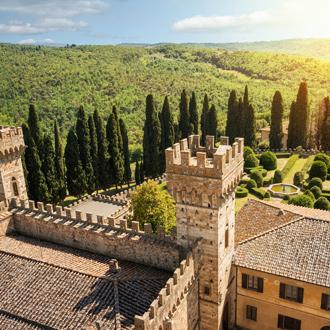 Foto van de historische abdij in een mooi landschap van de gemeente Tavarnelle Val di Pesa