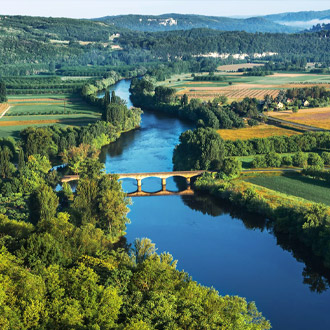 Historische brug over de Dordogne rivier Perigord
